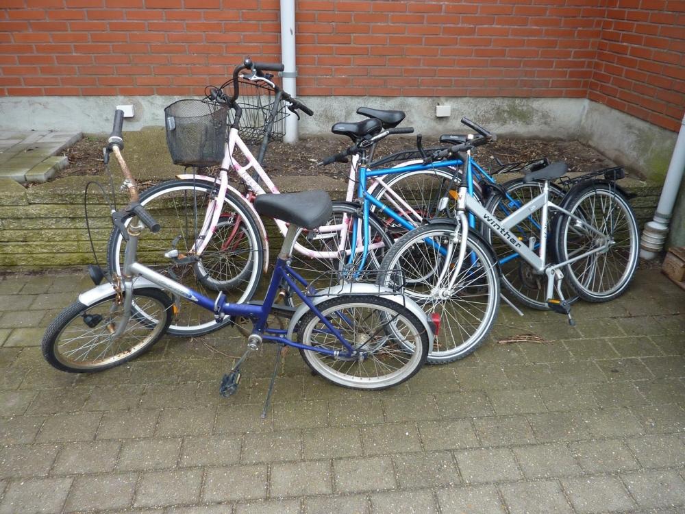 5 cykler: 1 foldecykel med gear + børnecykel, Winther, med gear + herrecykel, blå, med udvendig ...