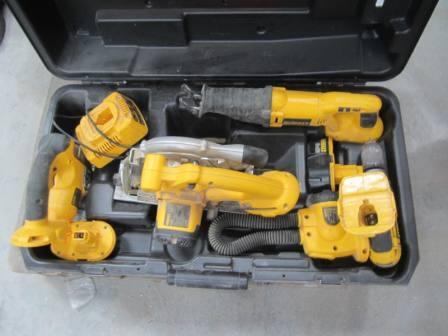Sæt batterimaskiner DeWalt i kuffert; Rundsav, lygte, boremaskine, stiksav, bajonetsav med lader ...