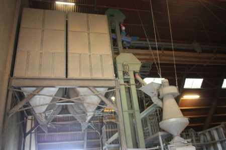 Stort korntørringsanlæg med 1200 ton lagerkapacitet. Anlægget består af kornmagasin på ca. 1200 ton fordelt på rumopdeling af forskellige størrelser + transportbånd, længde ca. 75 meter + traverselevator, bredde ca. 6-7 meter, længde ca. 75 meter + kædetr