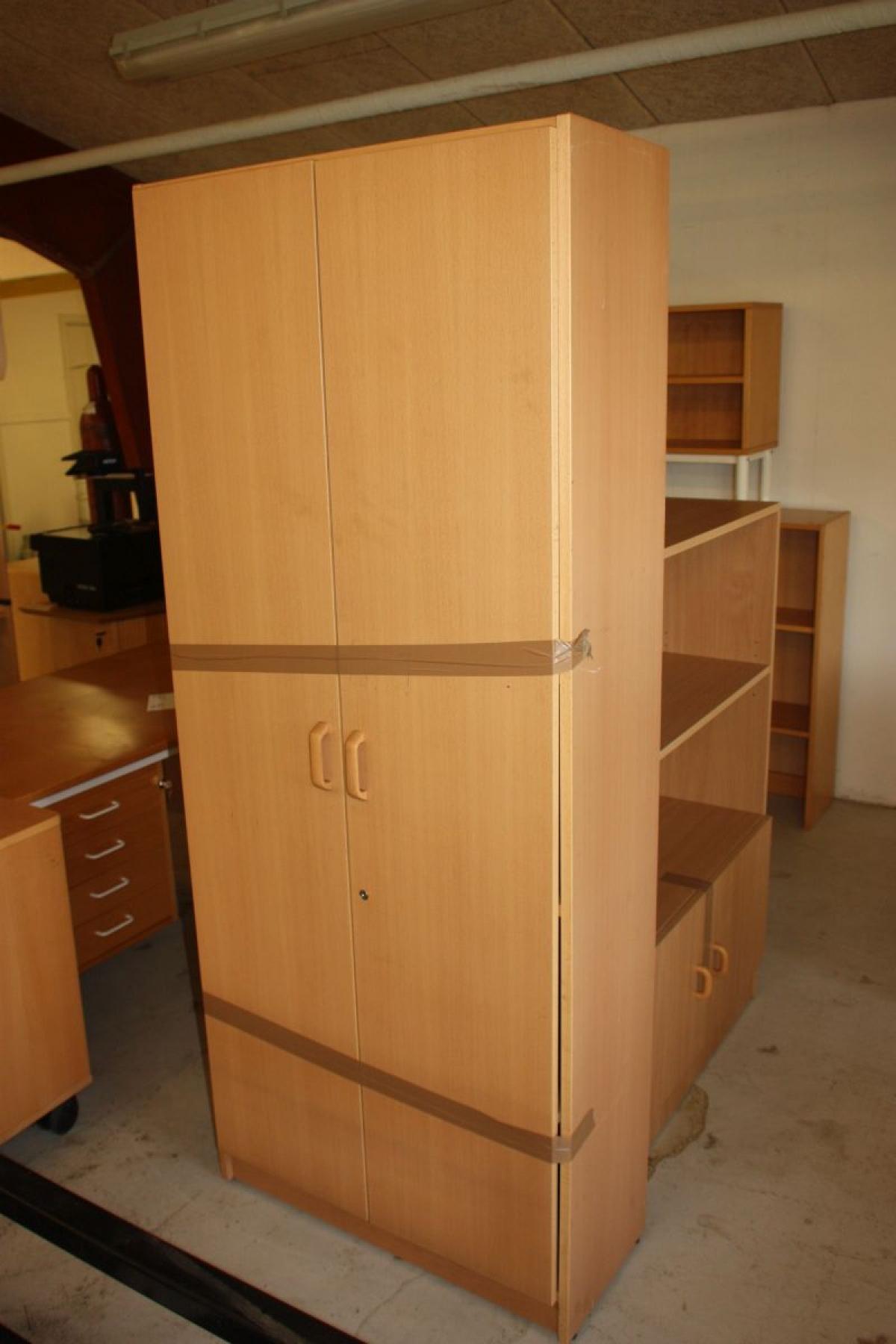 Verschiedene Büromöbel: Schreibtisch mit zwei Schubladen Sektionen + ...