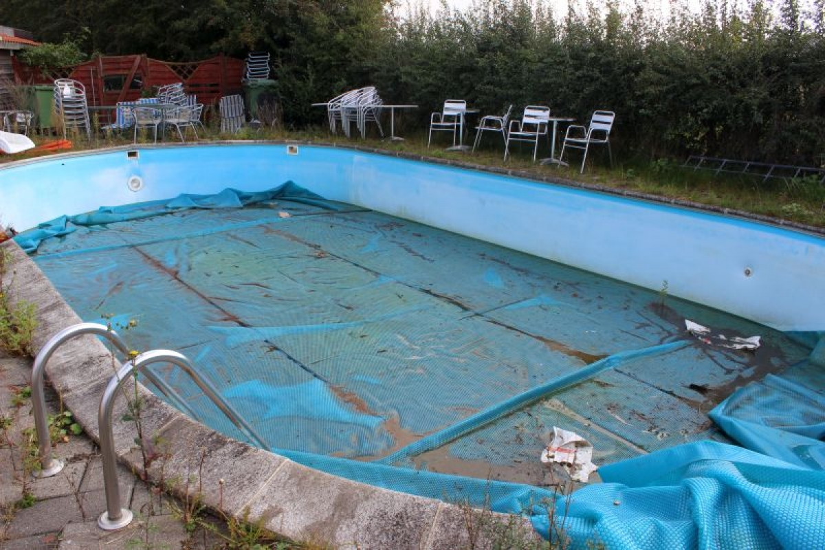 Pool 6 x 12 m depth 120 cm with candle at both ends for Uses for old swimming pools