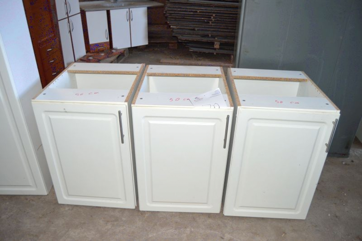 Kitchen Cabinets: 3 X Base Cabinets, White Front. 50 Cm Wide. Grip