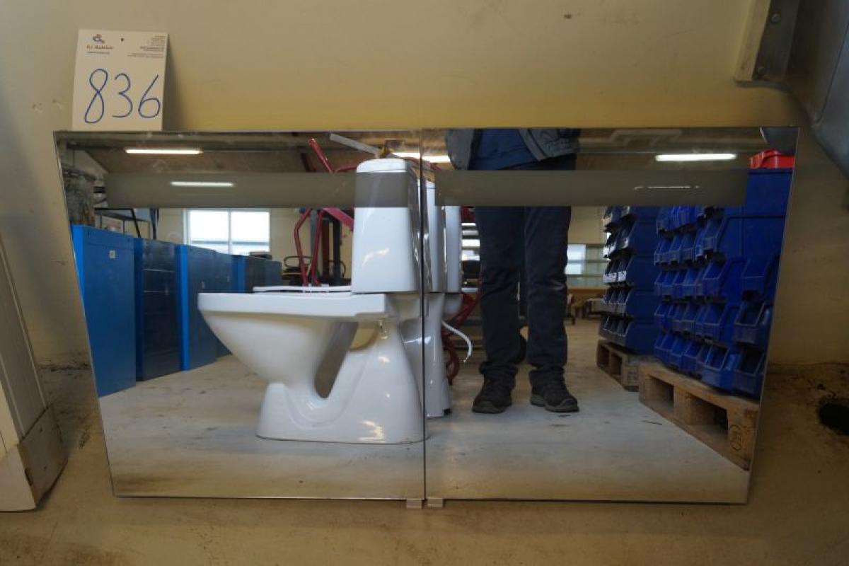 Badeværelse skab med spejlglas og indbygget lys   kj auktion ...