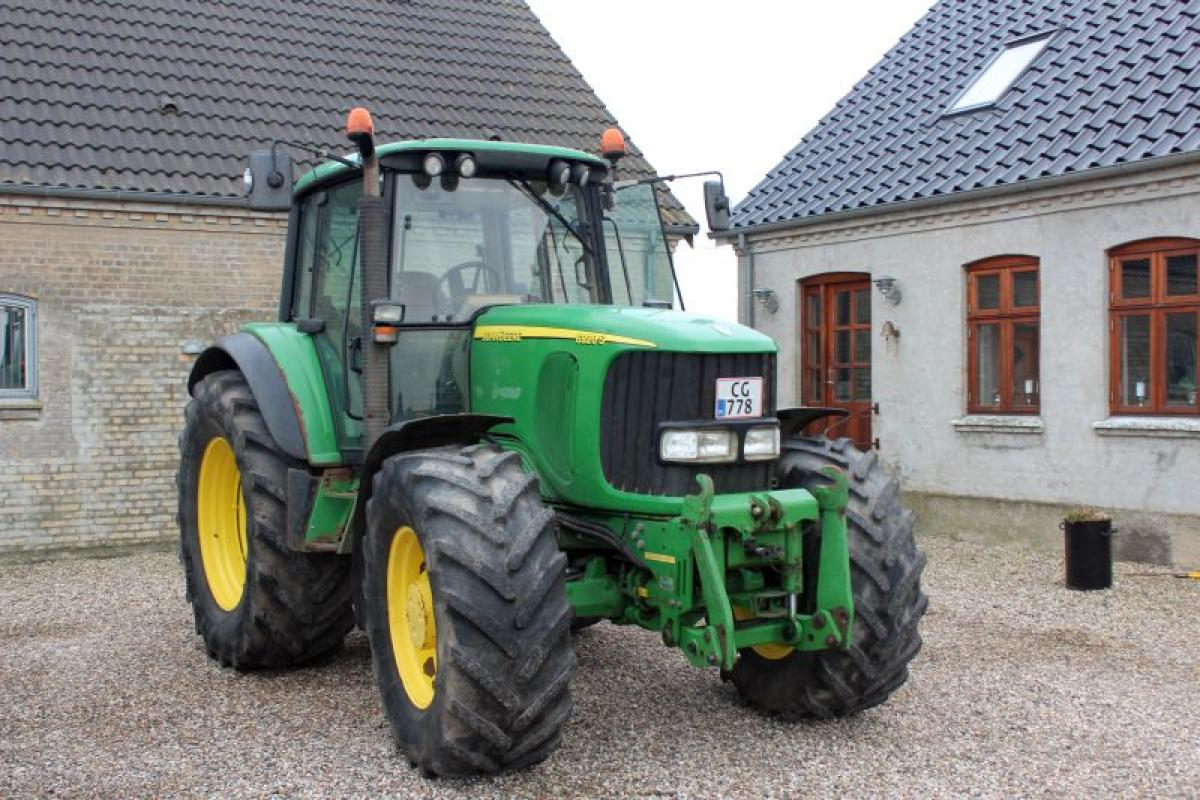 Tractor, JOHN DEERE, 6920 S Auto power and command armrests, 50 kmh ...