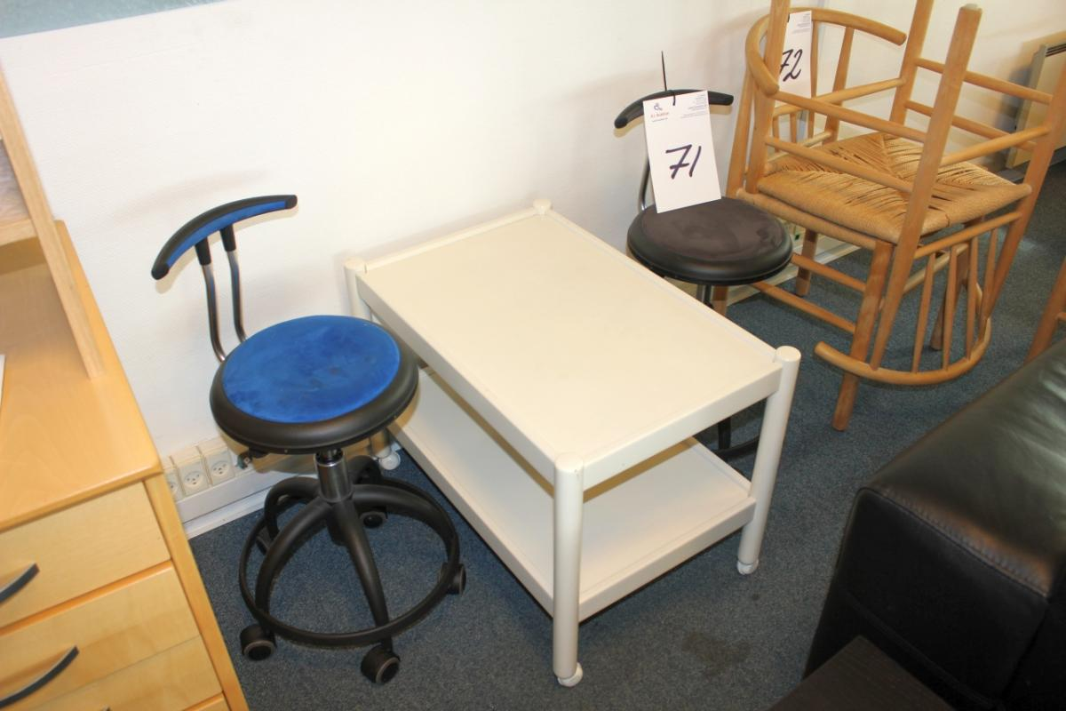 2 pcs chairs on wheels Genito small rolling table KJ Auktion