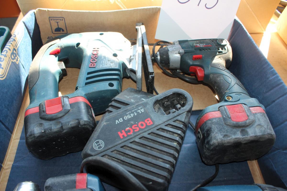 4 stk 14,4 V Bosch maskiner med 5 batterier og lader - KJ Auktion - Maskinauktioner