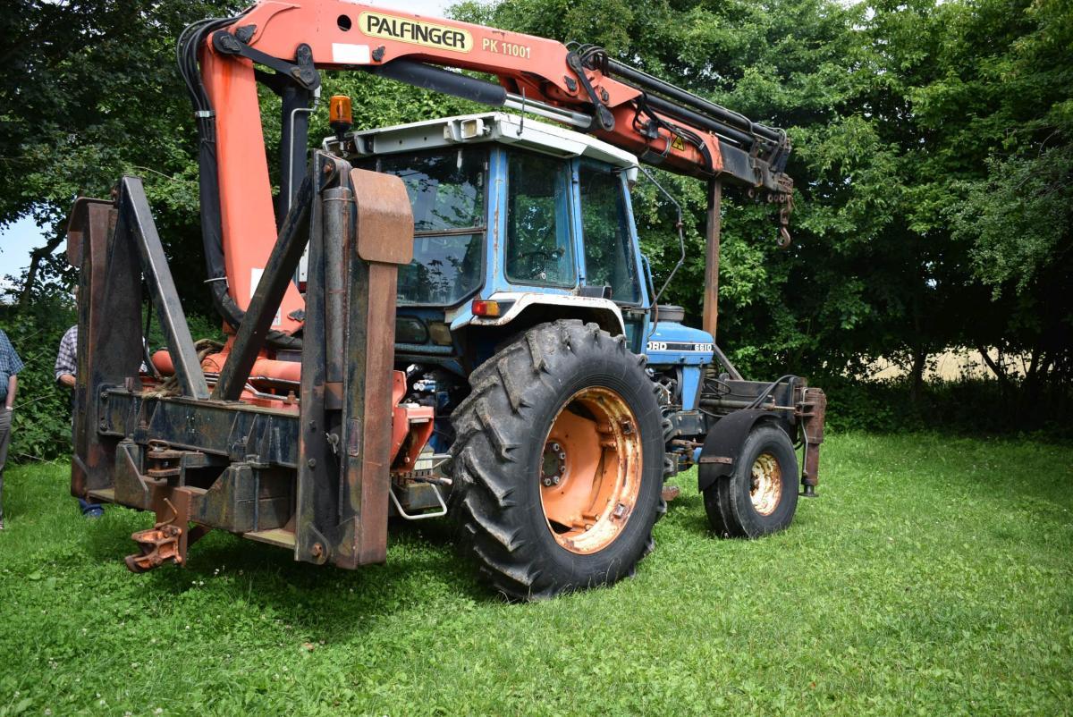 Traktor med påmonteret palfinger kran - KJ Auktion - Maskinauktioner