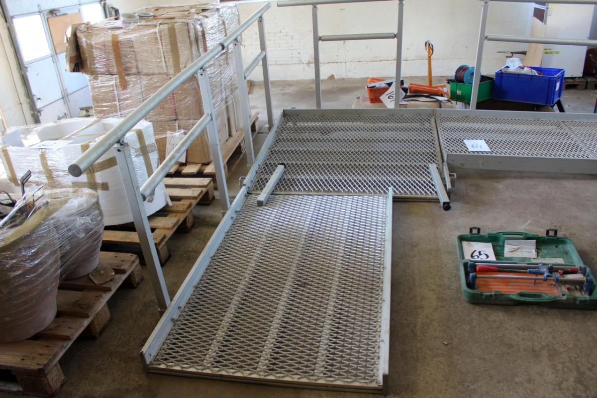 Wheelchair Ramp Aluminum Railing Divided Into 4 Sections 2 1 Meter A