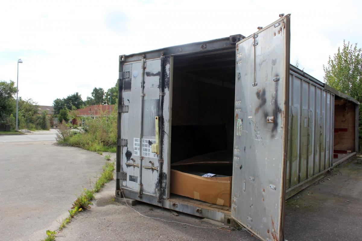 40 fu container alu mit t r auf der einen seite rutschen. Black Bedroom Furniture Sets. Home Design Ideas