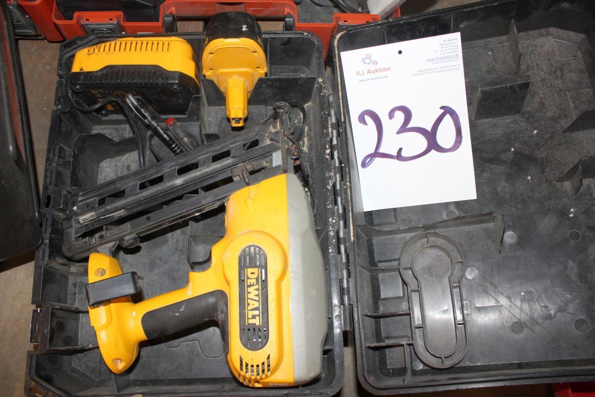Cordless Dewalt Nagelpistole mit Batterie + Ladegerät - KJ Auktion ...