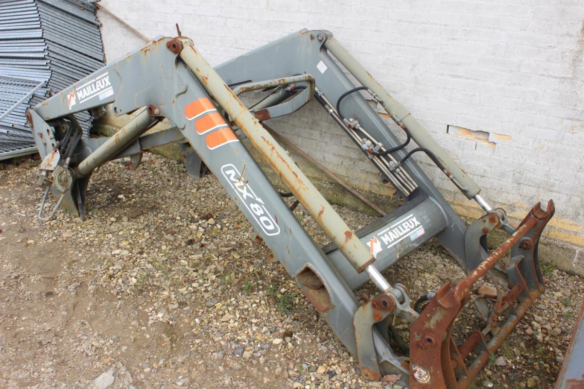 Frontlader mailleux mx mit der steuerung und hydraulischer
