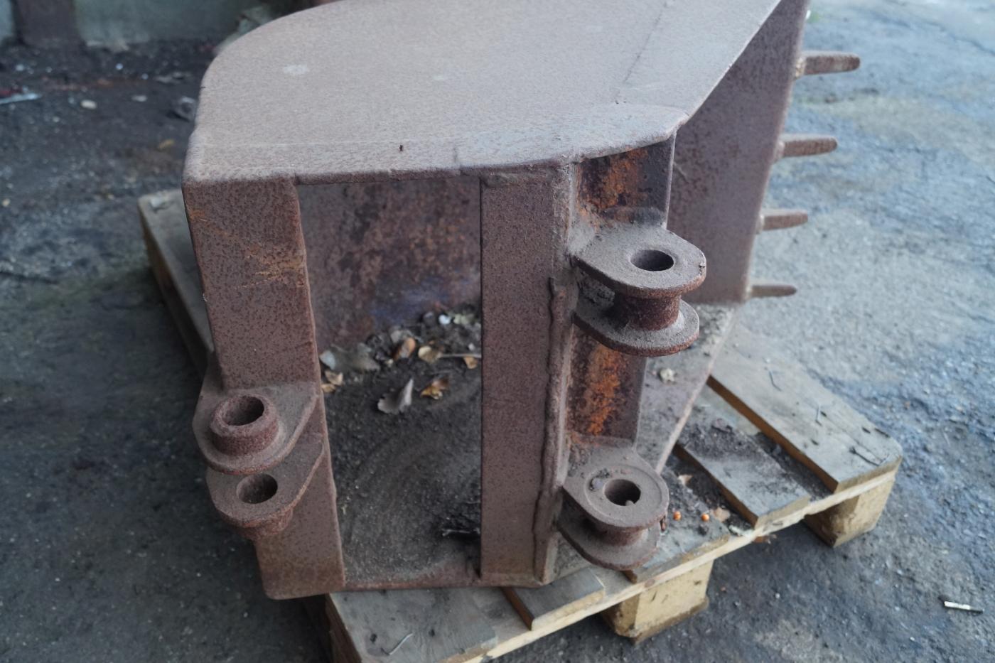 2 stk skovle. For minigraver, ene med tæring i bund. - KJ Auktion - Maskinauktioner