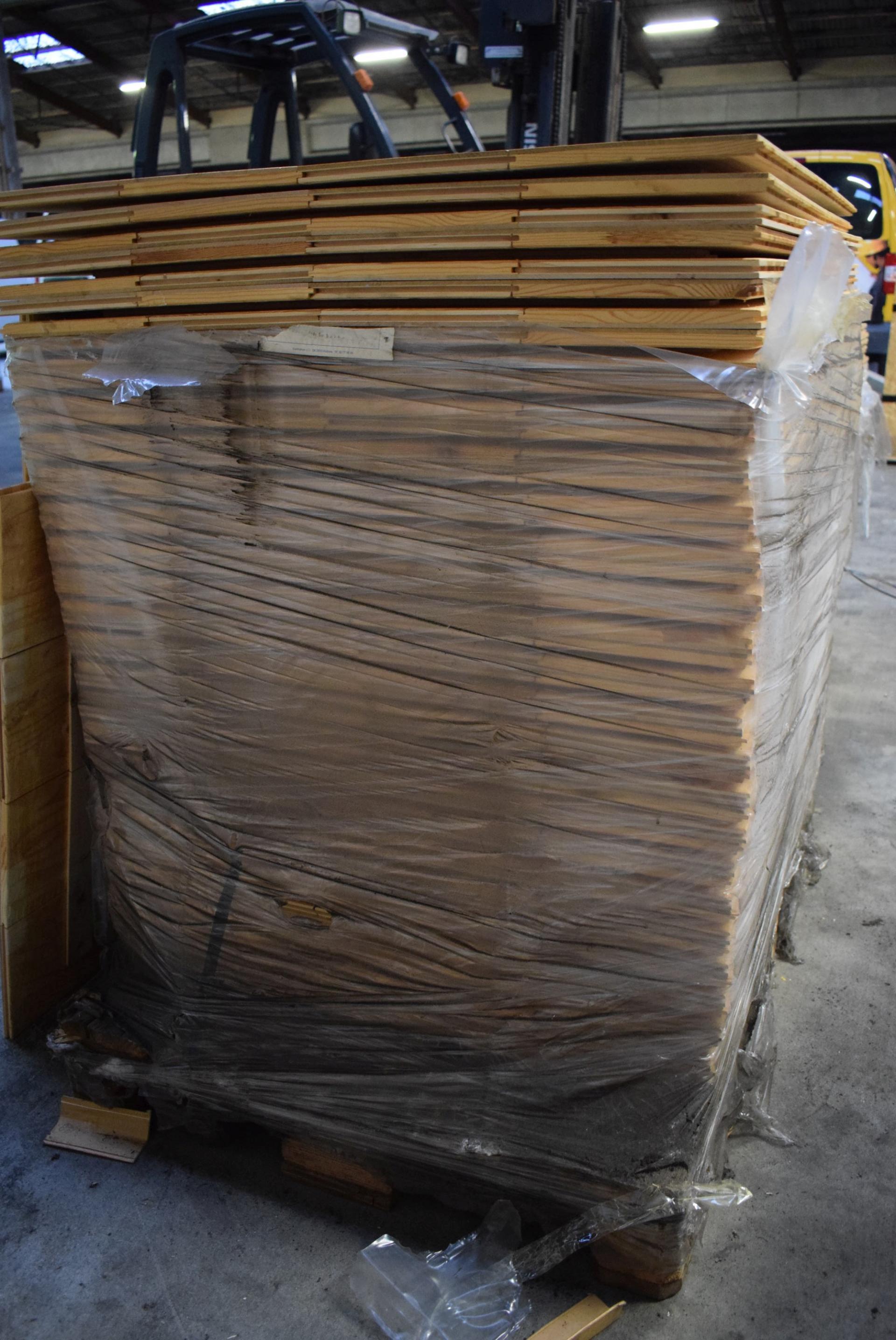 48 stk. bøgeplader/plankegulv 80 x 120 cm, delvis lakeret brugt til ...