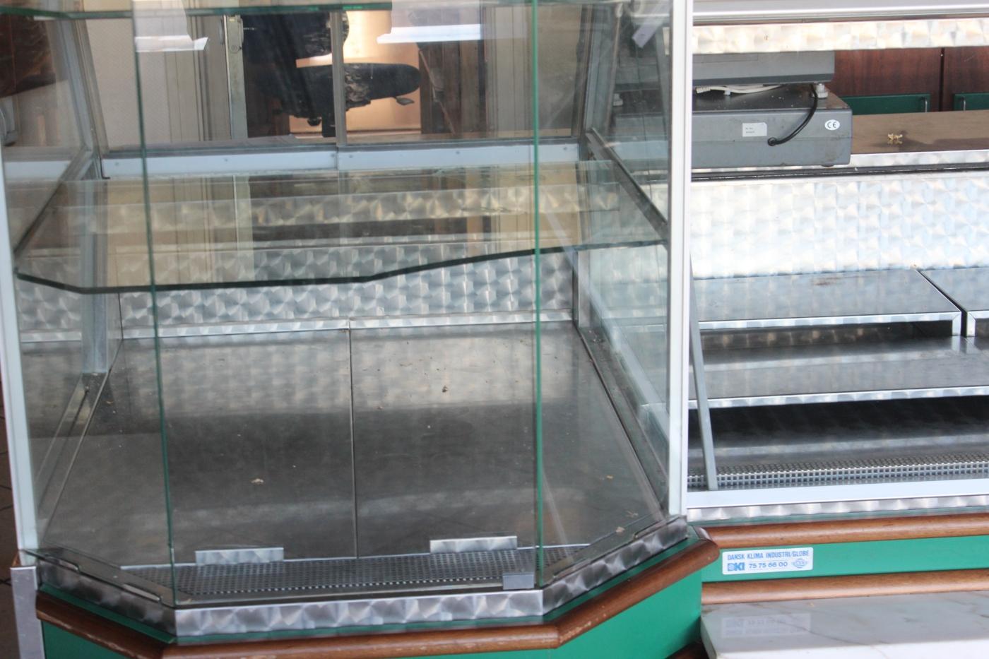 Kühlschrank Vitrine : Vitrine mit kühlschrank kann in abschnitte breite cm