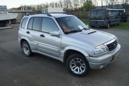 Suzuki Grand Vitara. Reg. Nr: AA38324. 2,0 D Van Aut. Første reg.: 18-10-2002. Den kan starte og kører.