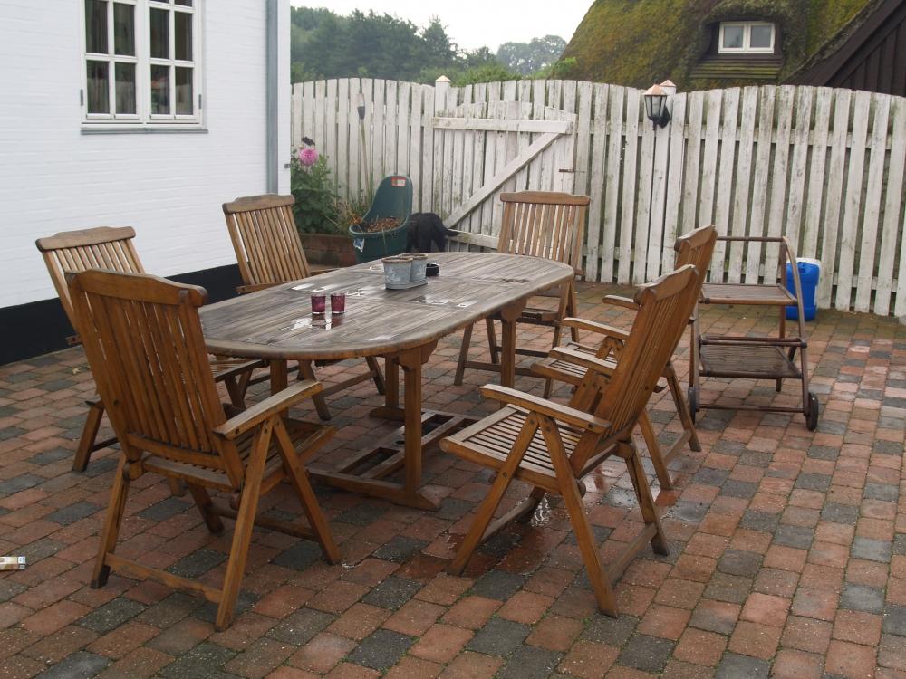 havemøbler træ Havemøbler, træ. Stort bord m/hul til parasol. Kan nemt sidde 10  havemøbler træ